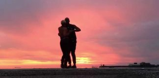 """Albir e Carola interpretano il brano """"Ta me doe"""" di Atim"""