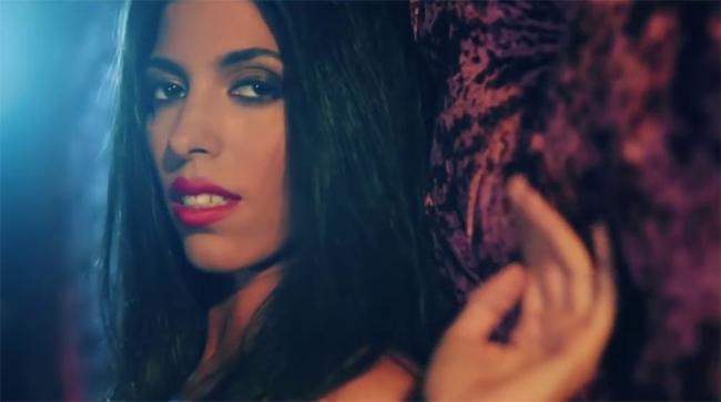 Twenty Fingers - Assuma: il videoclip e il testo della canzone